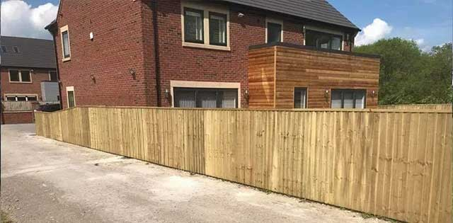 Gravel boards and feather edge